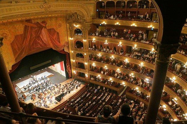 Opera, divadlo, hra